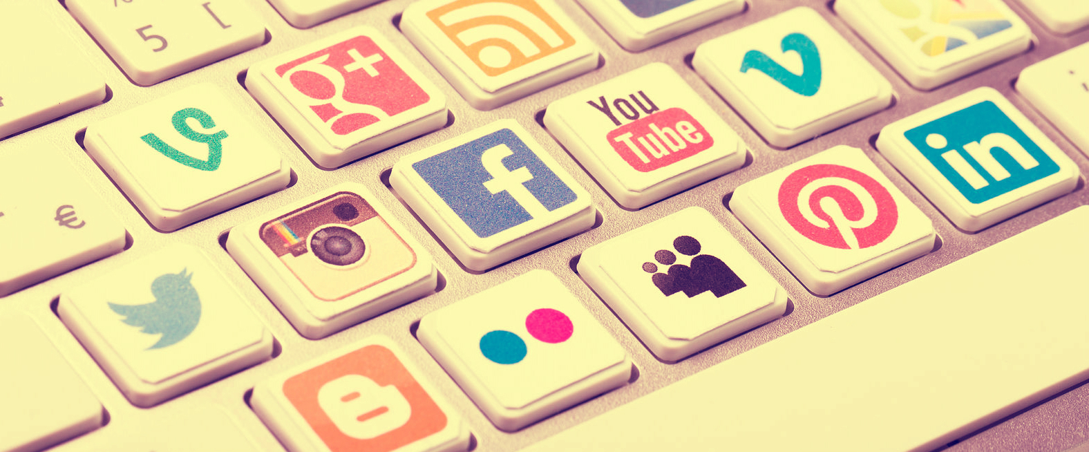 6 Key Advantages of Social Media Marketing Over Traditional Marketing